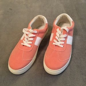 5/$20! NWOT! Fashion Sneaker